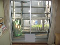 マンション 窓のリフォーム リクシル ビル用サッシ PRO-SE(プローゼ)ペアガラス仕様・網戸付き 窓のカバー工法(※窓の障子を取り外し、もとの枠の上から新しい枠を被せて新しい窓を取り付けるリフォーム方法)